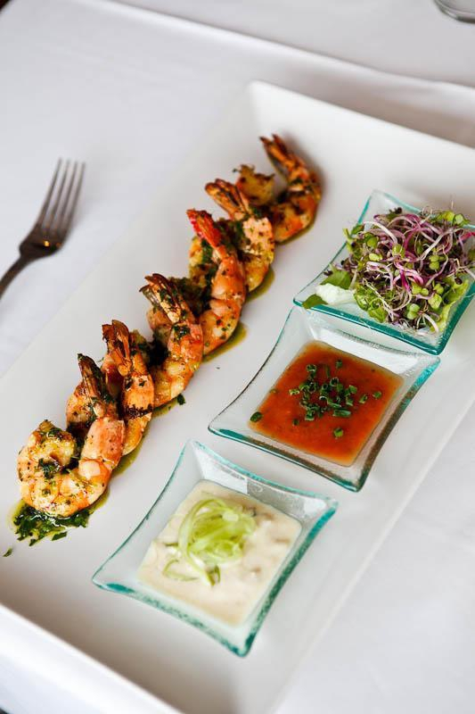 Prawns with spicy and refeshing sauces